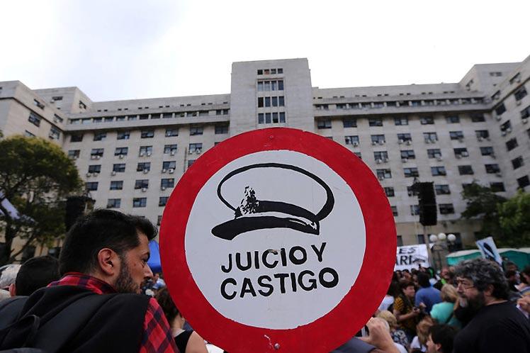 Avanza en Argentina juicio contra represores de la última dictadura