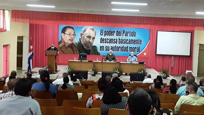 #ÚLTIMOMINUTO: Intercambia Díaz-Canel con militantes y dirigentes de Granma
