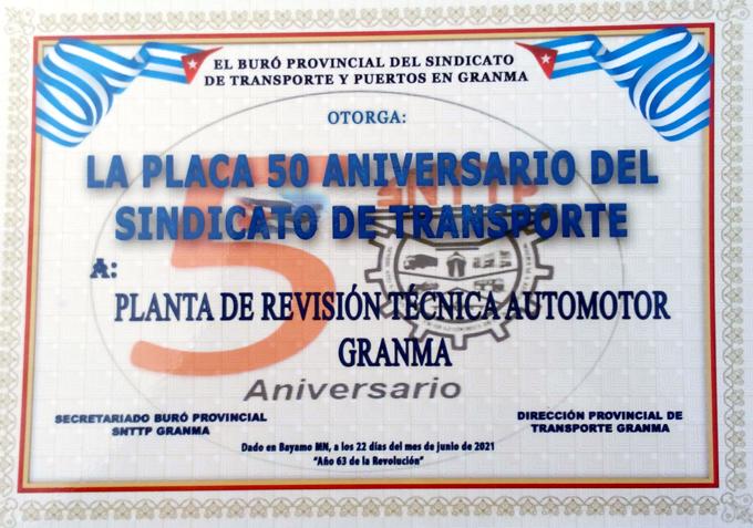 Entregan placa 50 Aniversario del Sindicato de Transporte