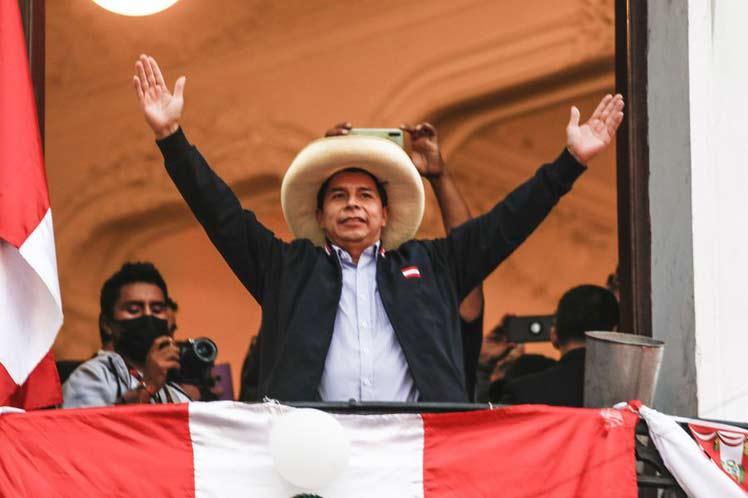 Castillo virtual ganador y fujimorismo se resiste a aceptarlo en Perú
