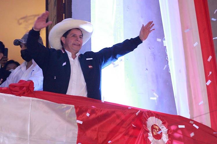 Presidente electo de Perú recibirá hoy credenciales de gobernante