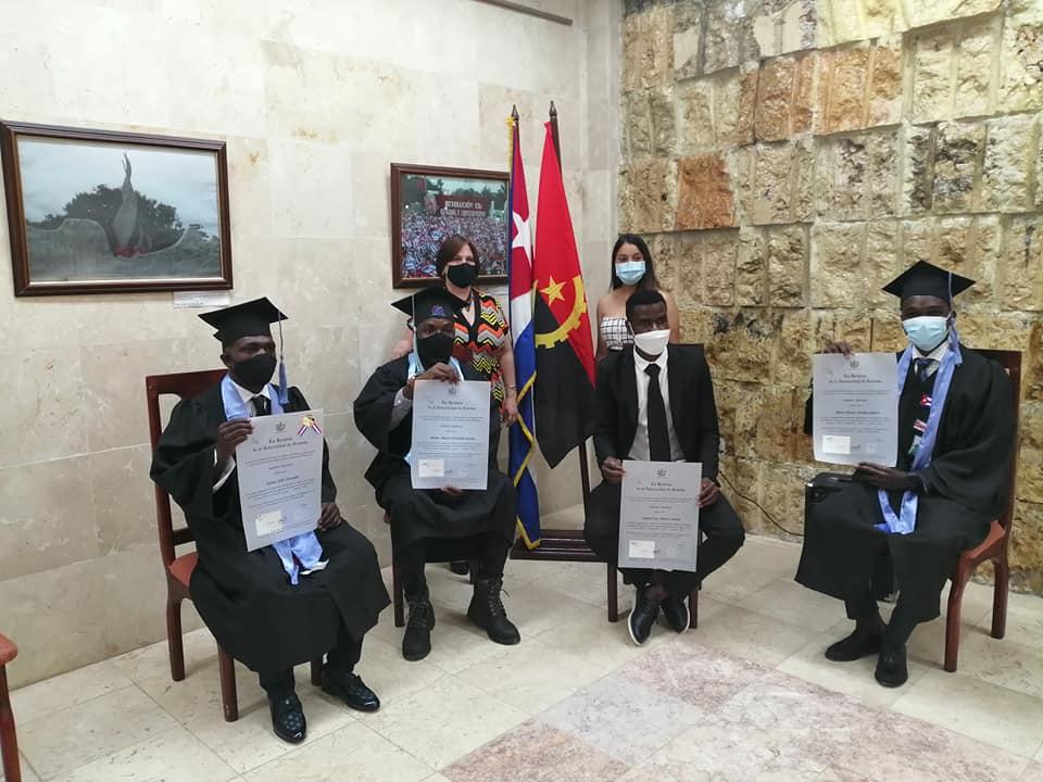 Dedican a Fidel graduación de estudiantes extranjeros