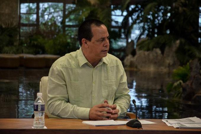 Presidente cubano e integrantes de su equipo de gobierno comparecen en cadena nacional (+fotos y video)