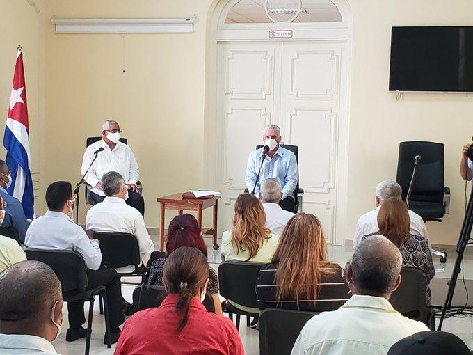 Preside Díaz-Canel intercambio con el sector jurídico