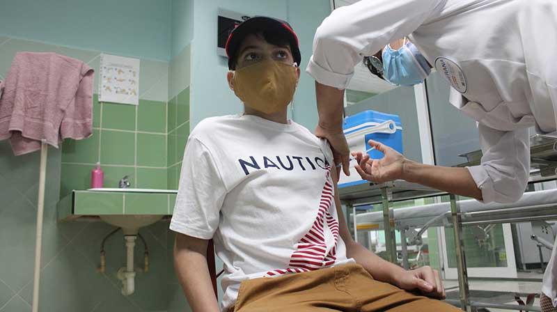 Concluyen primeros adolescentes esquema de vacunación de Soberana-Pediatría