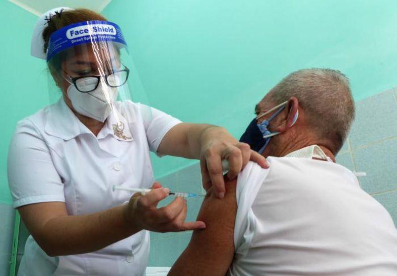 Instan a la población a continuar asistiendo a los vacunatorios