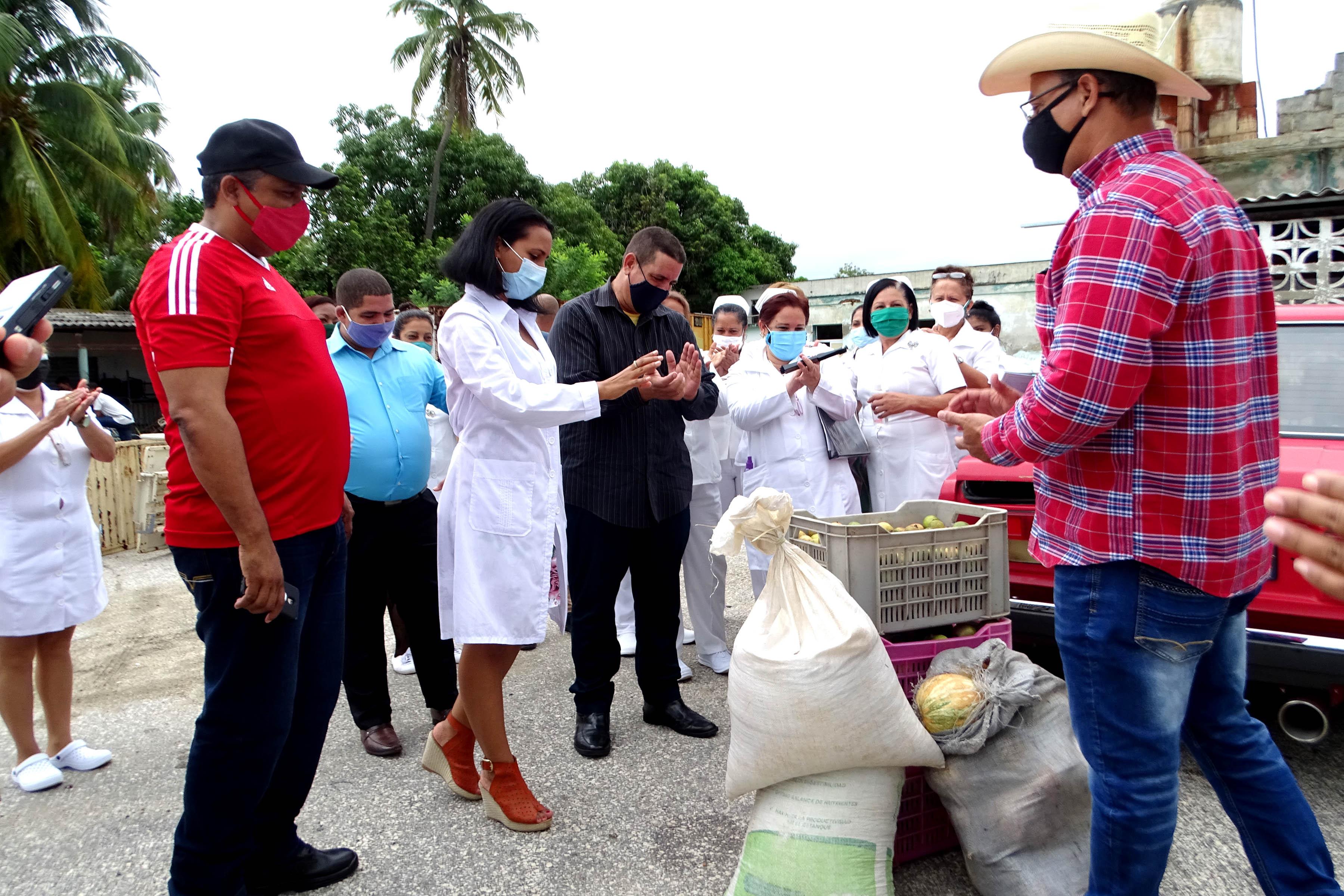 Donativos en gesto solidario en homenaje a Fidel