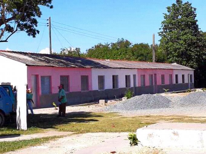 Entregan viviendas a familias vulnerables en Niquero