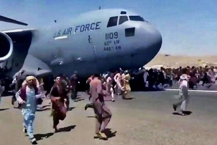 Al menos 10 muertos en caótico aeropuerto de Kabul