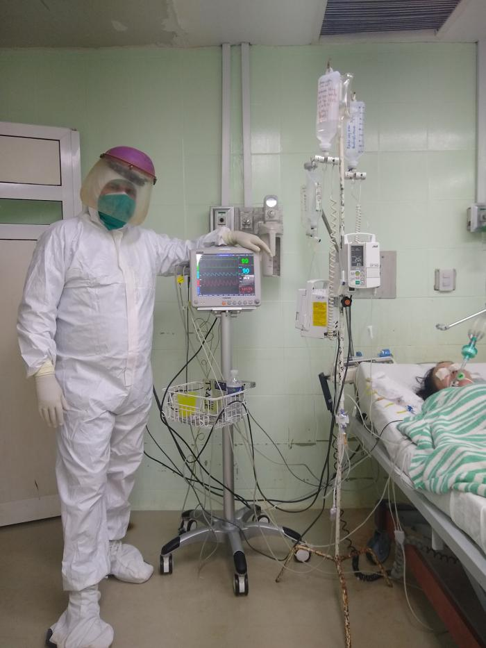 Al pie del paciente, el héroe que no le sirve a campañas enemigas