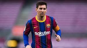 Messi arribó a París para fichar por PSG