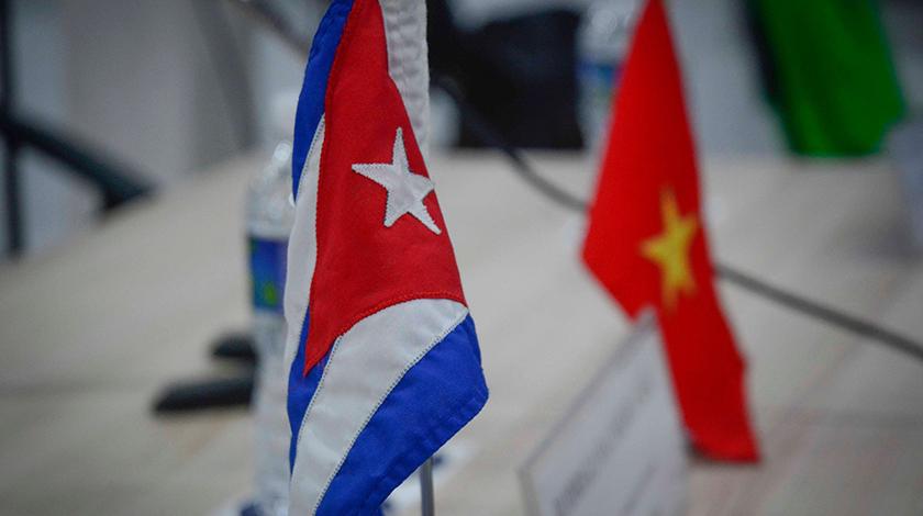 Felicita Presidente cubano a Vietnam por su Día Nacional