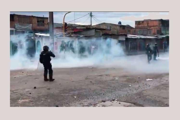 Violencia policial cierra jornada de movilizaciones en Colombia