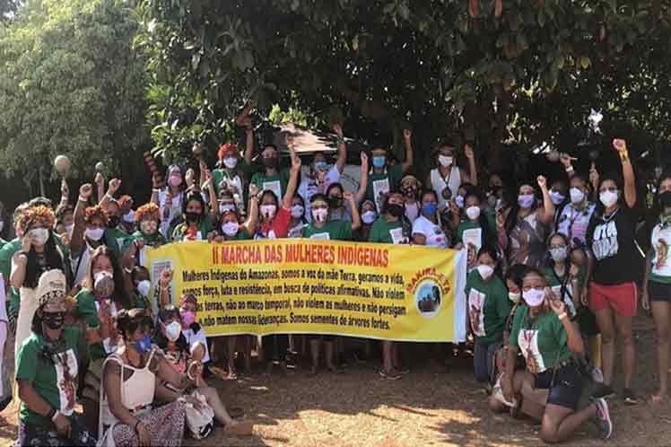 Mujeres indígenas en Brasil a marcha por derechos