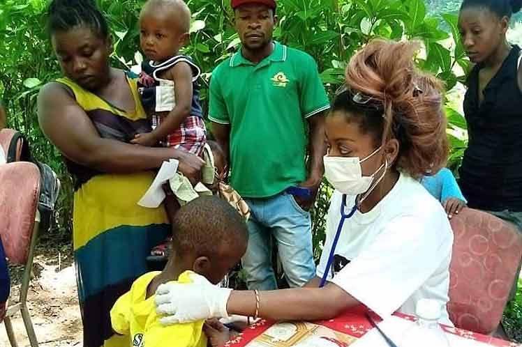 Médicos de Cuba todavía en el sur devastado de Haití (+Fotos)