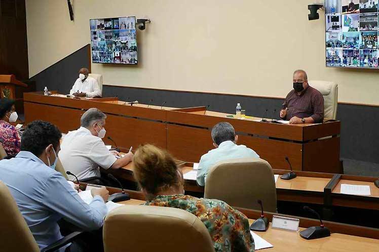 Cuba llama a diseñar estrategias de apertura gradual de servicios