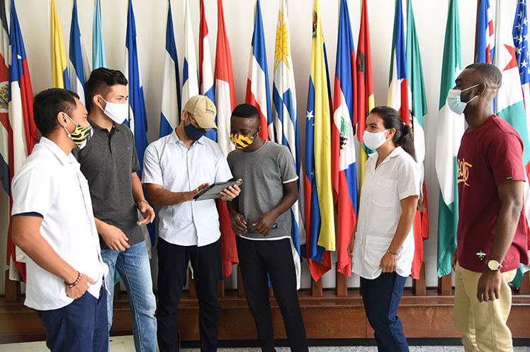 Escuela Latinoamericana de Medicina: red de galenos por el mundo (+ Fotos)