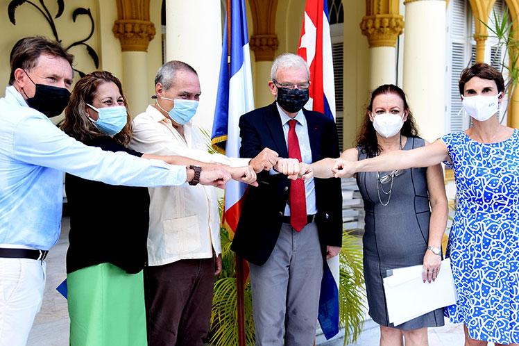 Francia apoya a Cuba con 45 millones de euros para producir vacunas (+Fotos)