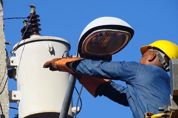 Restablecido más del 90 por ciento del servicio eléctrico afectado por huracán Ida