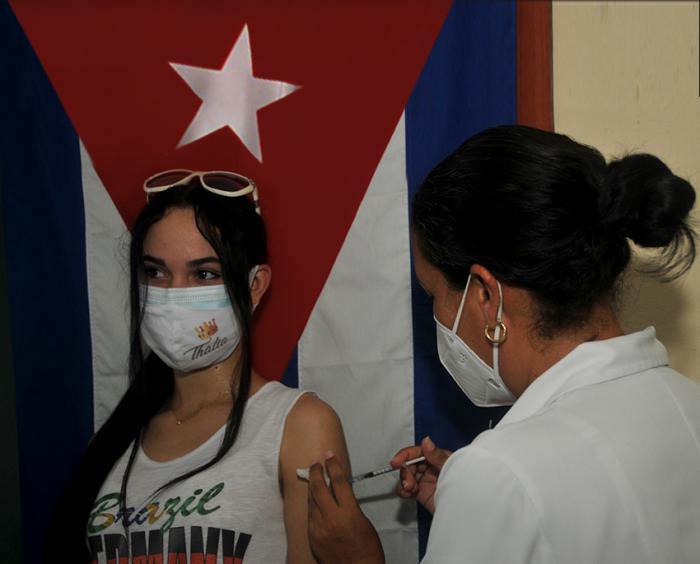 Cuba lidera en el mundo la estadística de inyecciones diarias por cada cien habitantes contra la COVID (+ Video)