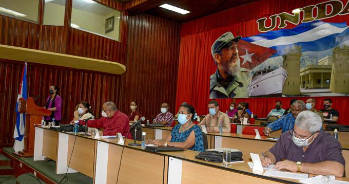Evalúan desarrollo económico y social de Granma en el Pleno del Partido