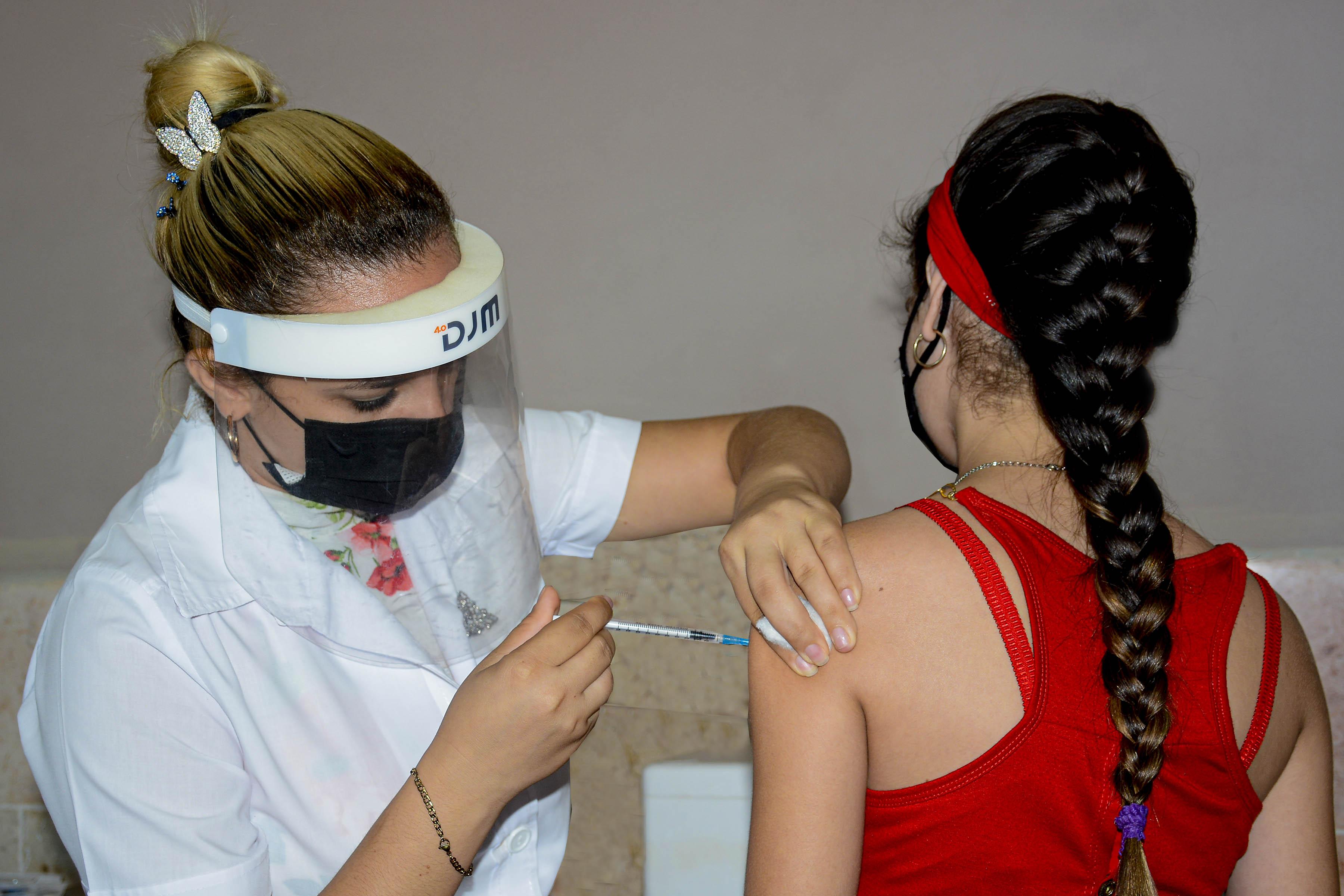 Centros educativos fungen como vacunatorios para inmunizar población pediátrica