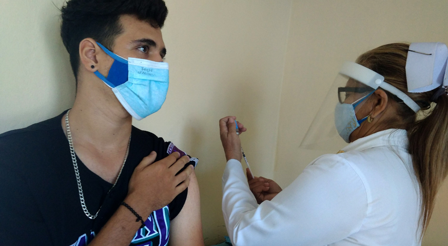Continúa vacunación a adolescentes