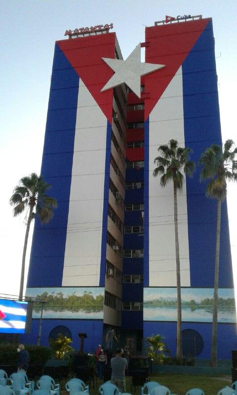 Inauguran en Matanzas mural con la mayor bandera cubana en el mundo