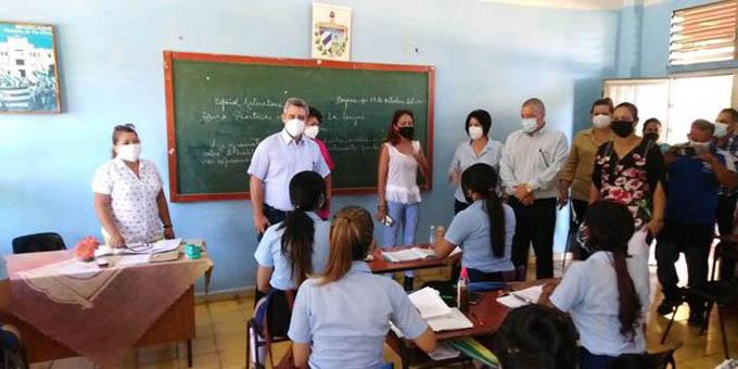 Viceprimer ministro inicia visita de trabajo en Granma (+fotos)