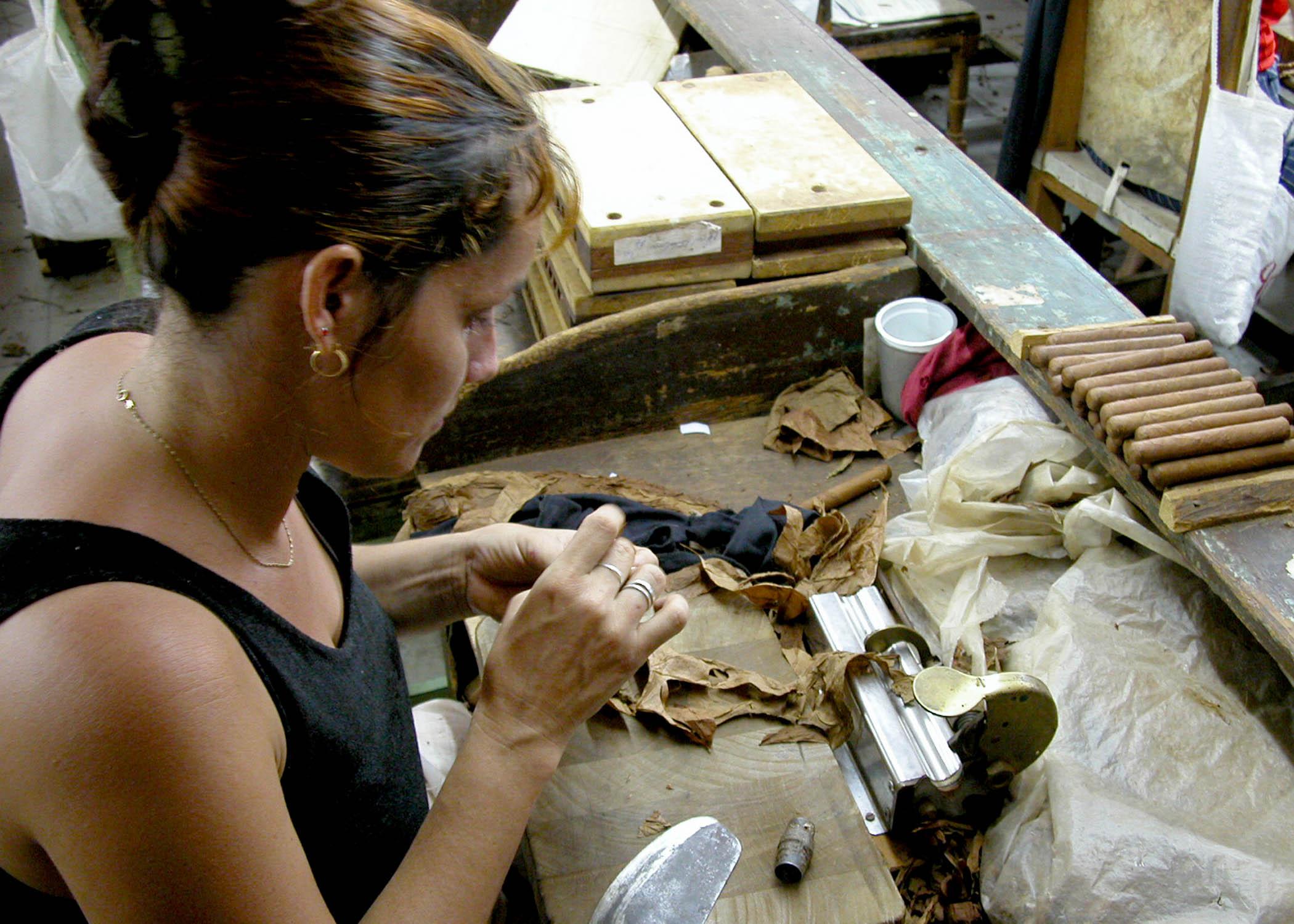 Reconocen a colectivo de fábrica de tabaco en Bayamo
